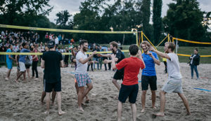 Outdoor Dinner Parties - Volleyball Competition